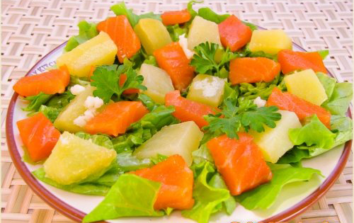 Салат с соленой семгой и салатом рецепт с