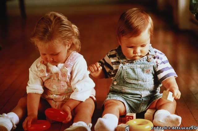 развитие ребенка по месяцам, как развивается ребенок в 12 месяцев, двенадцать месяцев развитие младенца