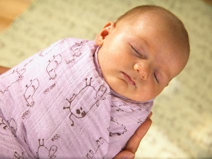 пеленание новорожденного, как пеленать ребенка